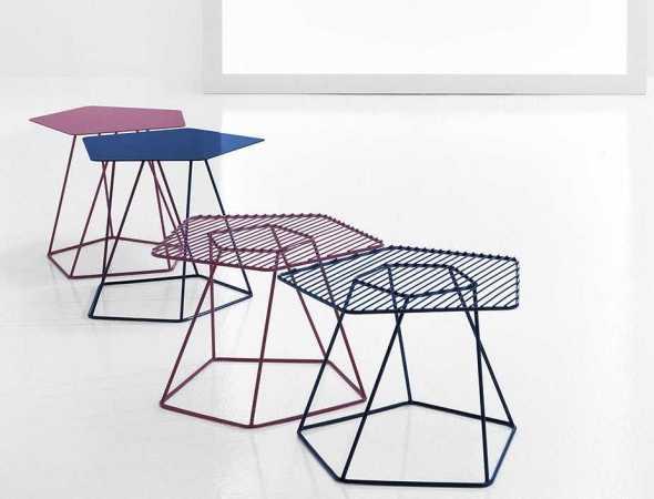 שולחן אידאלי לכל חלל, יכול להתאים כשולחן סלון או כשידה בחדר השינה, קיים בגרסה עם משטח פלדה מחורר או שטוח וזמין במגוון צבעים.