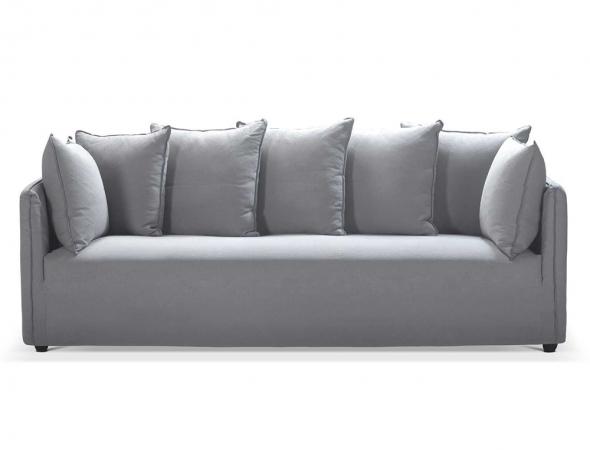 ספה מעוצבת בריפוד בד אפור, בעלת מסגרת עץ, בשילוב רגל עץ אלון. בתוספת 4 כריות גדולות ו-3 כריות בינוניות.