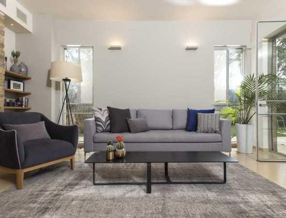 ספה הניתנת להזמנה גם בהתאמה אישית של מידות ובדים.  ניתן להזמין גם כספה ארוכה, תלת מושב או דו מושב בהתאמה אישית.