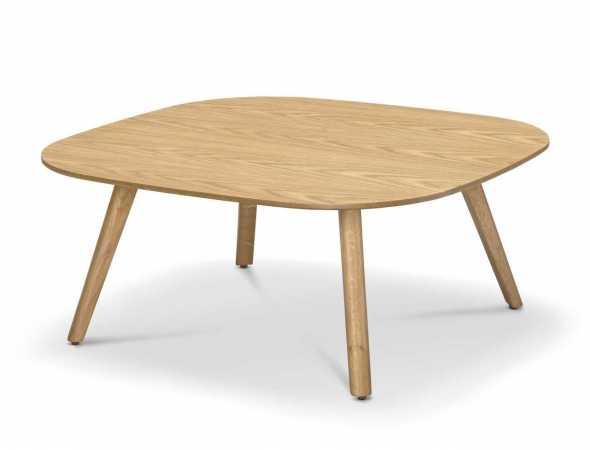 שולחן סלון מרובע עם פלטה עליונה בגימור פורניר אלון. ניתן להזמנה במגוון מידות.