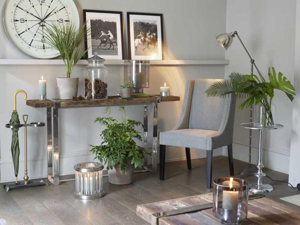 שולחן בעל בסיס נירוסטה ומשטח עליון מעץ