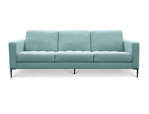 ספה תלת מושבית בריפוד בד עם רגלי אלומיניום.