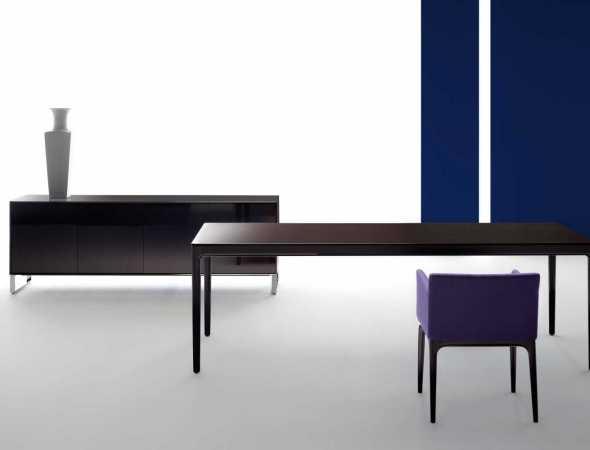 שולחן עץ מלבני בגימור מבריק