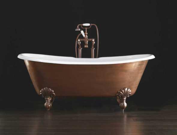 אמבט מתכת יצוק מחופה נחושת מבית המותג Devon & Devon