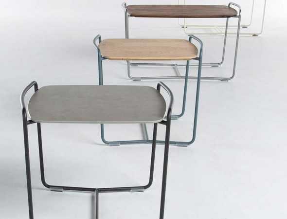 שולחן צד עם בסיס מעץ ורגלי מתכת