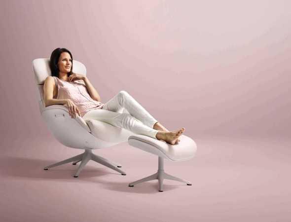 הכורסא מעניקה תמיכה ארגונומית מלאה לכל חלק וחלק בגוף. כוונון עצמאי קל ונוח לתפעול , הכורסה נעה על ציר מסתובב 360 מעלות ומרופדת בעור איכותי, חזק ועמיד במיוחד בעיצוב עכשווי