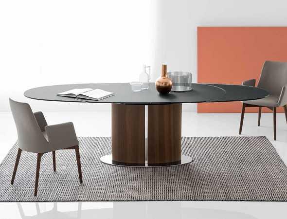 שולחן אוכל נפתח בצורת אליפסה עם משטח עליון העשוי זכוכית