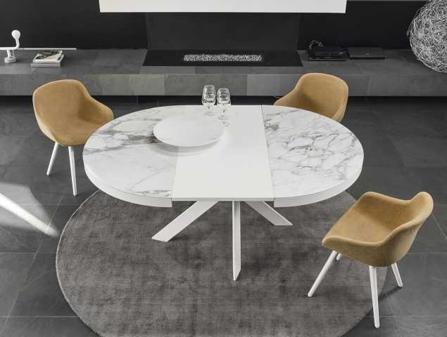 שולחן נפתח בעל רגלי מתכת ומשטח עליון מקרמיקה. ניתן להזמין במגוון מידות וחומרים.