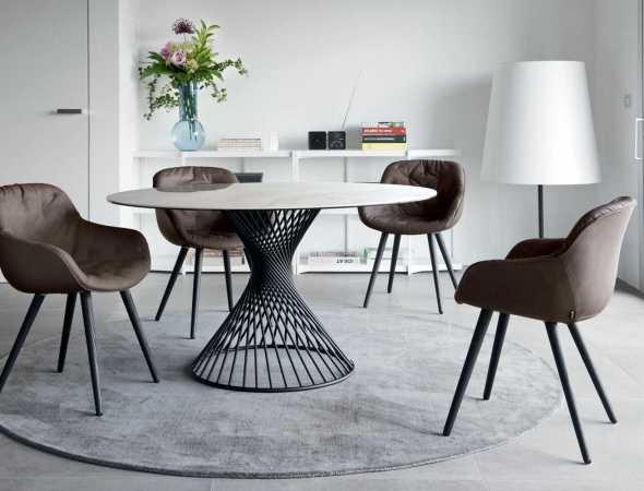 שולחן אוכל עגול בעל בסיס מתכת ומשטח עליון מקרמיקה או זכוכית ניתן להזמין במגוון מידות וחומרים