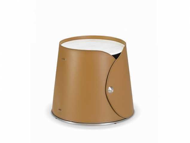 שולחן סלון בעל פלטה עליונה משיש עם חיפוי PVC קאמל.