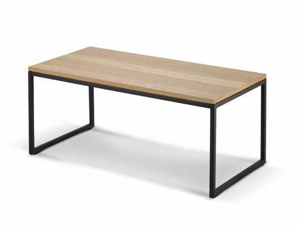 שולחן סלון העשוי מפורניר אלון ורגלי מתכת.