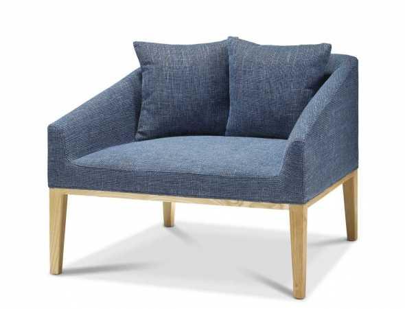 כורסא בריפוד בד בגוון כחול עם בסיס עץ