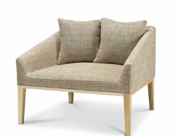 כורסא בריפוד בד בגוון בז' עם בסיס עץ
