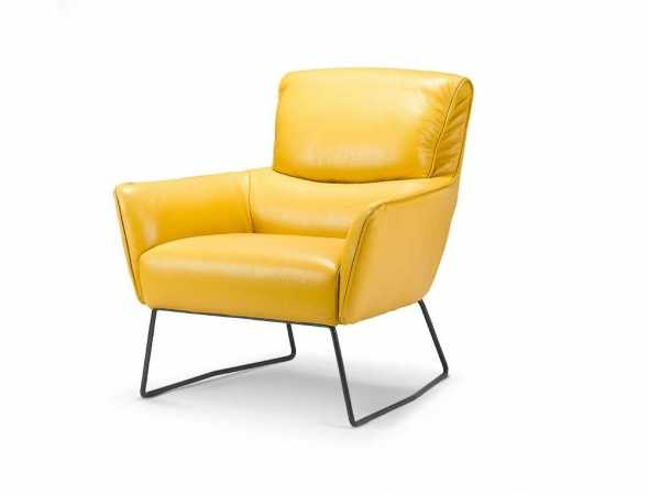 כורסא בריפוד עור בגוון חרדל