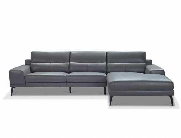 ספה פינתית מעור בגוון אפור.