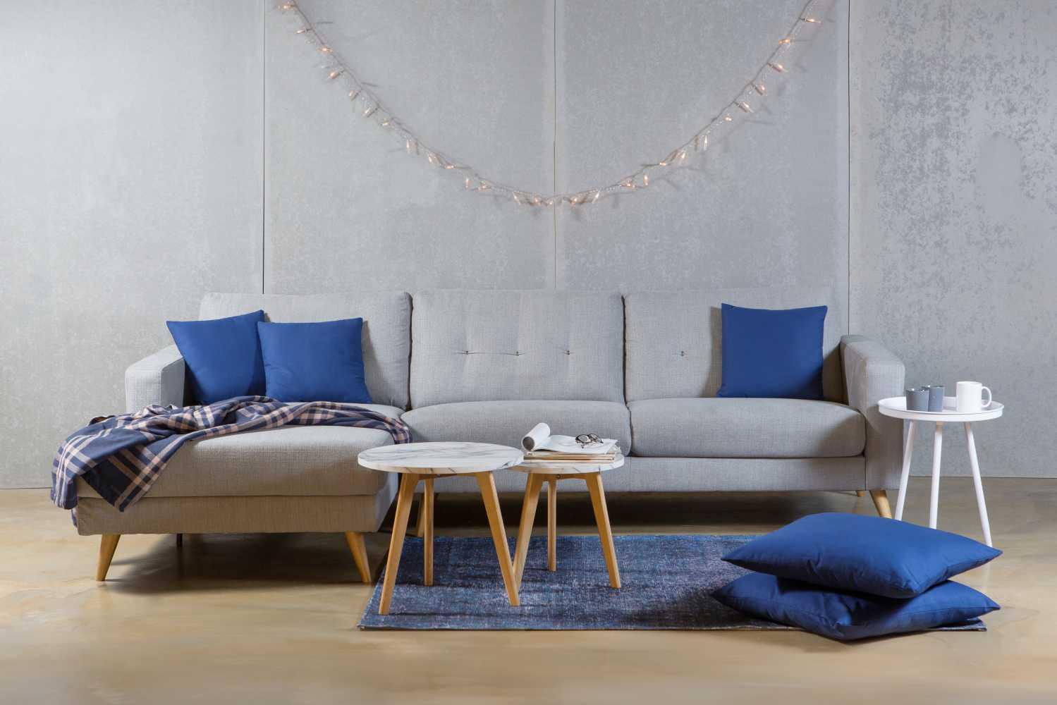 ספה פינתית בריפוד בד מדגם Bonitaבתמונה: שטיח 'דמבוי', שולחן סלון Jolie ושולחן סלון Tampa