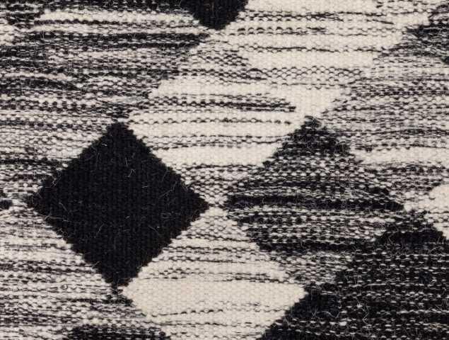 """שטיח """"קילים""""  העשוי מ-100% צמר איכותי באריגה שטוחה . השטיח דק ומודרני בשילובי גוונים מוצלח שתמיד באופנה."""