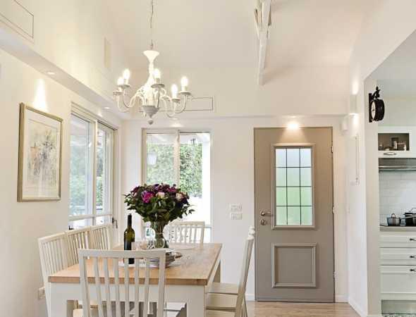 דלת פלדלת המשלבת פשטות ותחכום, עיצוב קלאסי וחידושים טכנולוגיים. דלת פירנצה מעניקה לכניסה לבית מראה מהודר ואלגנטי.