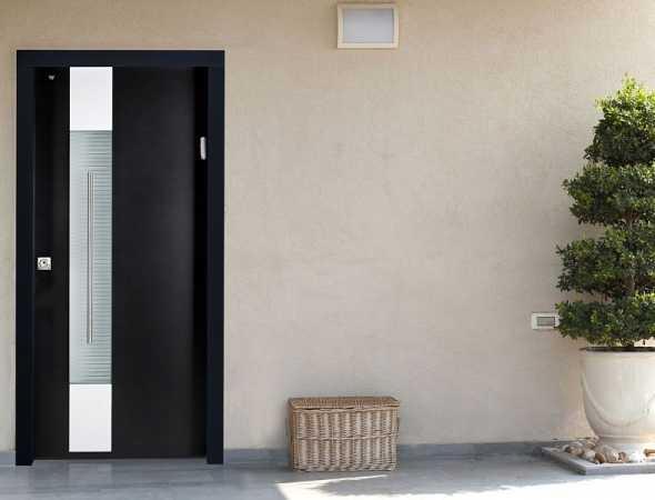 דלת כניסה מדגם שינקין משלבת מראה מסוגנן ומעוצב, עם המילה האחרונה בתחום דלתות הביטחון.