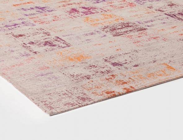 שטיח העשוי משילוב של סיבי כותנה ופוליאסטר, השטיח נוח מאוד לתחזוקה ויכול להשתלב בחדרים רבים בשל גווניו הנעימים שהינו חלק בעיצובים מרהיבים.