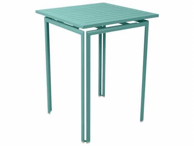 שולחן בר למותג הצרפתי Fermob עם קווים נקיים ואלגנטיים היוצרים תחושת קלילות באמצעות השימוש באלומיניום. קל לתחזוקה וניקיון וזמין בשלל צבעים רעננים.