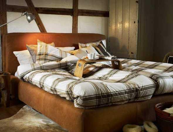 המיטה מתאפיינת בנוחות, חמימות ורכות.  המיטה מגיעה במגוון צבעים, בגימור בד או עור וקיימת בשני גדלים נוספים, ניתן להוסיף למיטה ארגז מצעים לאחסון.