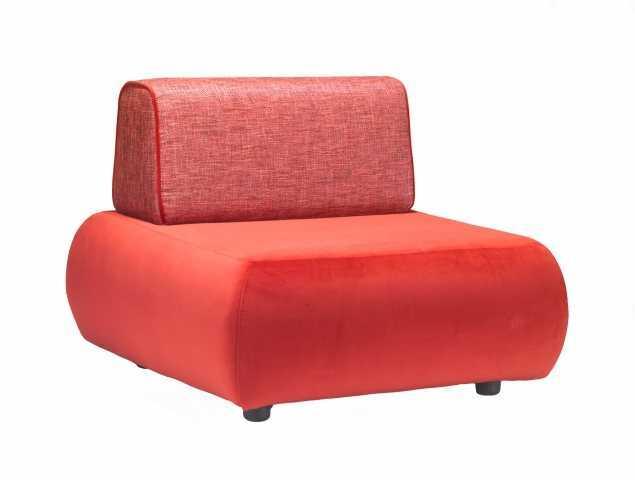 כורסא בריפוד בד בתוספת קדר במשענת