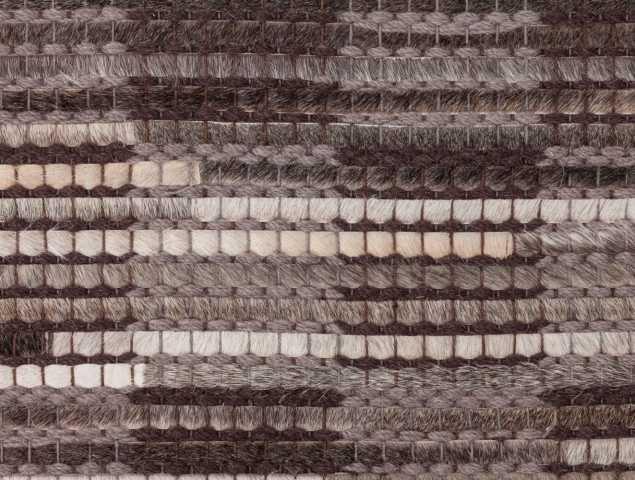 שטיח העשוי עור פרה אשר משדרג כל חלל בשל ייחודיותו העיצובית.