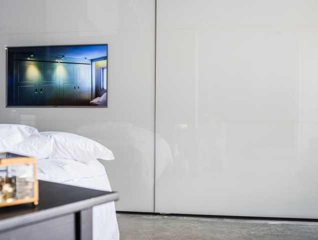 ארון טלויזיה לבן