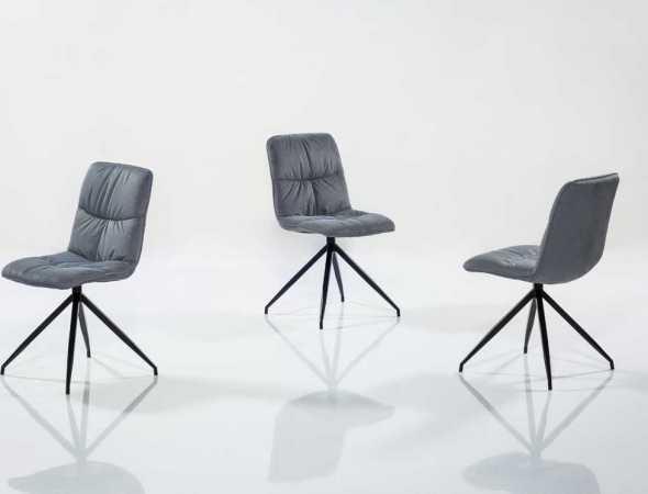 כיסא נוח במיוחד מרופד כולו בבד דמוי עור, קיים במגוון מידות