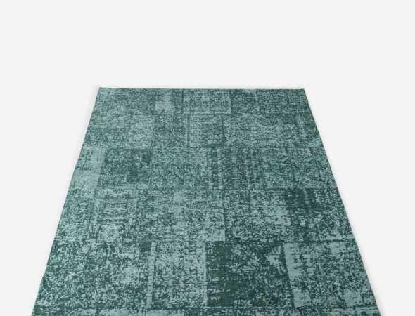 שטיח מודרני דק ואיכותי מאוד בעיצוב פאצ'ים- טלאים. השטיח העשוי מסיבי שניל (Chenille), בעל מגע רך וקטיפתי וקיים בשני גוונים עיקריים של אפור וטורקיז. השטיח היוקרתי מתאים במיוחד לסלון ולחדר השינה, הוא קל מאוד לניקוי ולתחזוקה, ומחירו אטרקטיבי.