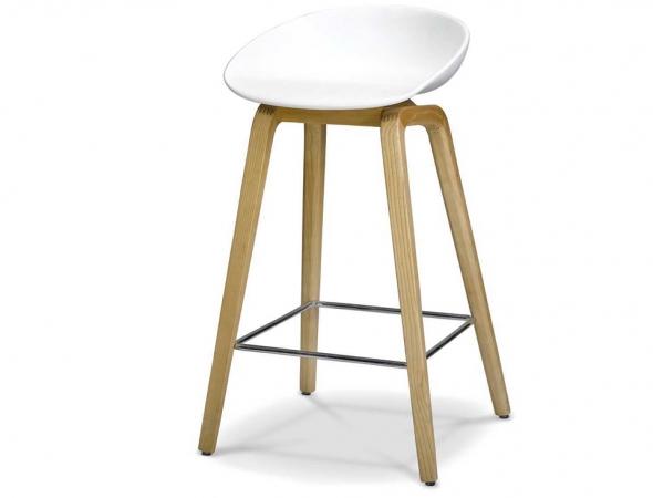 כסא בר בעל מושב לבן עם רגלי עץ