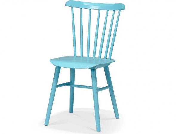 כסא רטרו אופנתי בהשראת שנות ה-70. מעץ בוק בצבע תכלת ומושב פלייווד.
