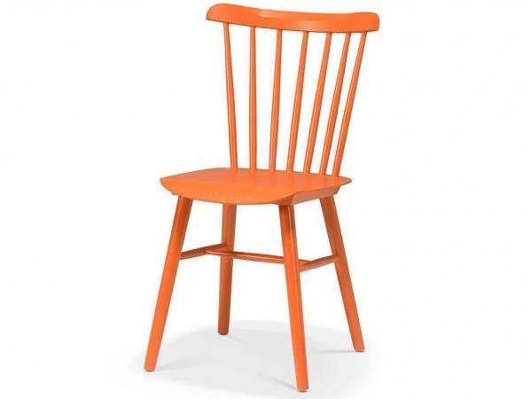 כסא רטרו אופנתי בהשראת שנות ה-70 מעץ בוק בצבע כתום ומושב פלייווד.