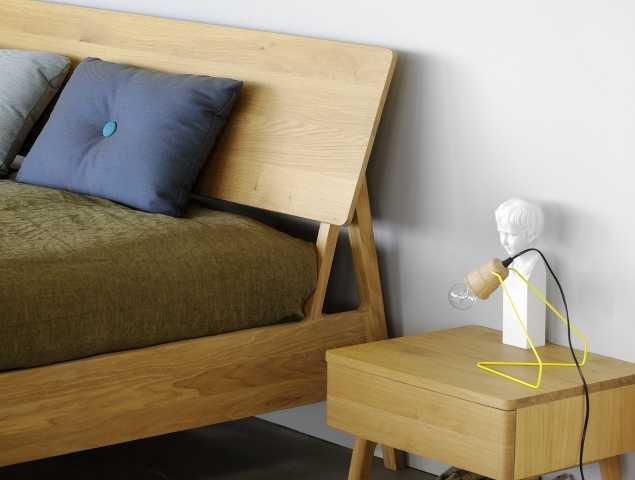 שידת לילה מבית המותג ETHNICRAFT עשויה מעץ מלא