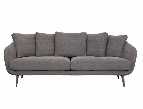 ספה בעלת מאפיינים של עיצוב פשוט בקווים נקיים ומראה קליל. מנצלת ביעילות את החלל בזכות משענות הידיים הצרות, ומגיעה במגוון צבעים, בדים ובגרסה נוספת בגימור מעור