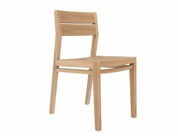 כסא מעץ מלא בעיצוב על- זמני, נוח ופרקטי שמכניס חום ורכות לכל חלל.