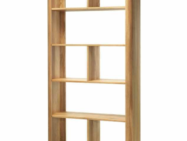 ספריה עשויה מעץ אלון בעלת קוים מעודנים בנופך מודרני, מתאימה לאחסון חפצים אישיים, חפצי נוי, ספרים ואף כמחיצה בין חללים בבית.