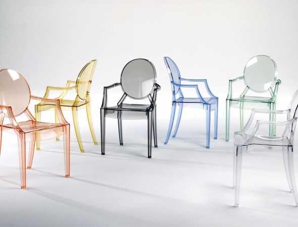כיסא פלסטיק שקוף