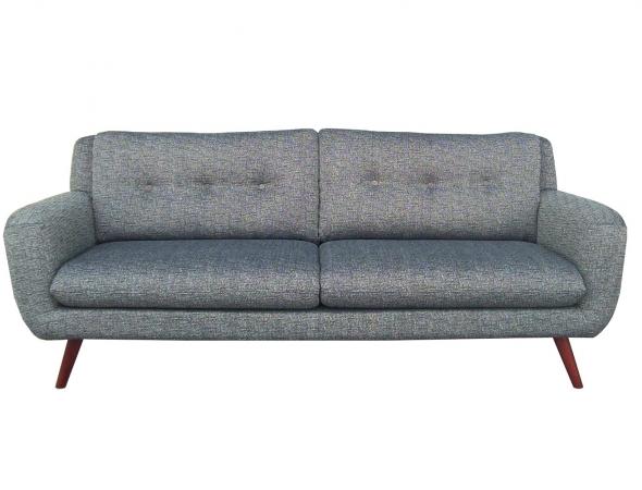 ספה אלגנטית מפשתן בלגי עשיר עם צורה קלאסית ופרטים רטרו-עכשוויים. בעלת מראה עדין ויוקרתי ומשתלבת במגוון רב של חללים.