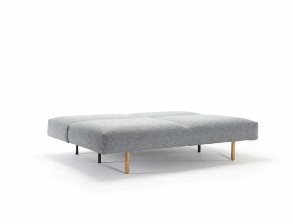 ספה הנפתחת למיטה רכה ונוחה עם מראה מחולק לשניים של המושב והגב מראה, עם רגלי STEM מעץ בהיר וקפיצי פוקט במושב וגב הספה לנוחות ישיבה ושינה מרבית.