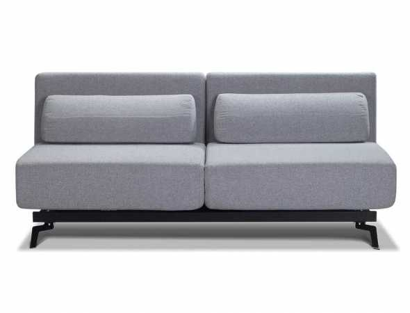 ספה נפתחת בריפוד בד אפור עם רגליים שחורות.