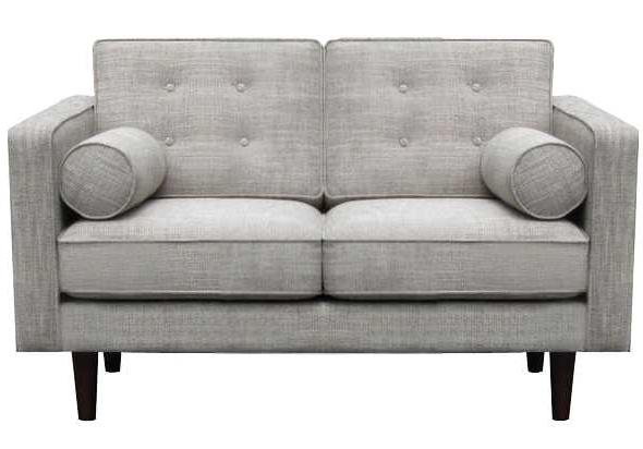 ספה בעלת מאפיינים של עיצוב פשוט עם שיק של וינטג'. מתאימה לכל חלל, חדר שינה, פינת משפחה, סלון ואפילו משרד. מגיעה בשני גדלים ובשלושה צבעים, וכוללת שתי כריות בצורת גליל וכיסוי נשלף.
