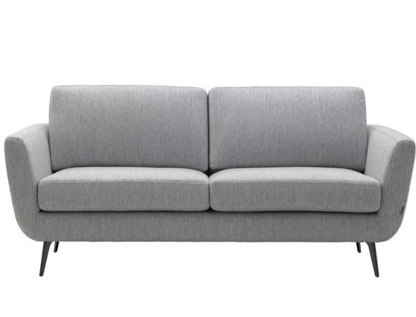 ספה המתאפיינת במראה מודרני, קלילות ופשטות. מגיעה במגוון צבעים, בבד ובעור. ניתן להזמין גם בגרסא עם רגל כרום צבוע שחור.