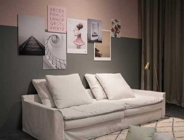 ספה המתאפיינת בישיבה מרווחת ועמוקה ואידאלית עבור פינת טלויזיה. הספה מגיעה במגוון בדים וצבעים, מכניסה חמימות ומשדרגת את האווירה הביתית. ניתן לבחור את צבע וסוג העץ לרגלי הספה.
