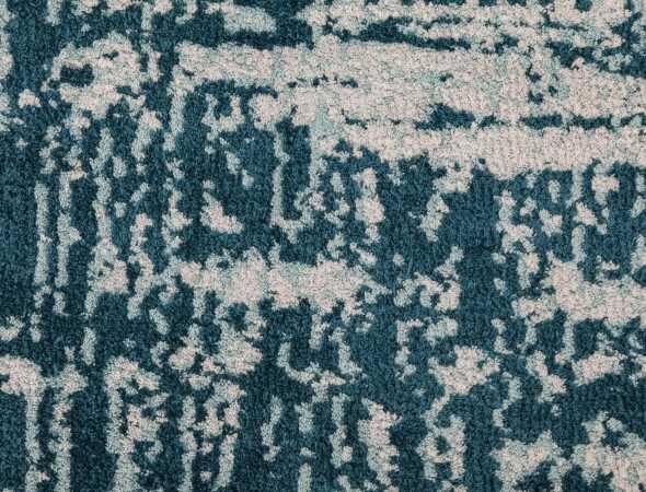 שטיח בגוונים טורקיז לבן שטיח מחומר מיקרו פייבר מאוד נעים וקל לתחזוקה