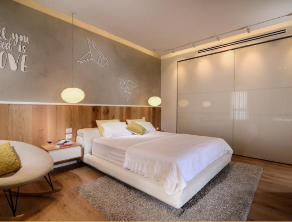 ארון רחב במיוחד באורך 5 מטרים עם 2 דלתות הנסגרות למישור אחד