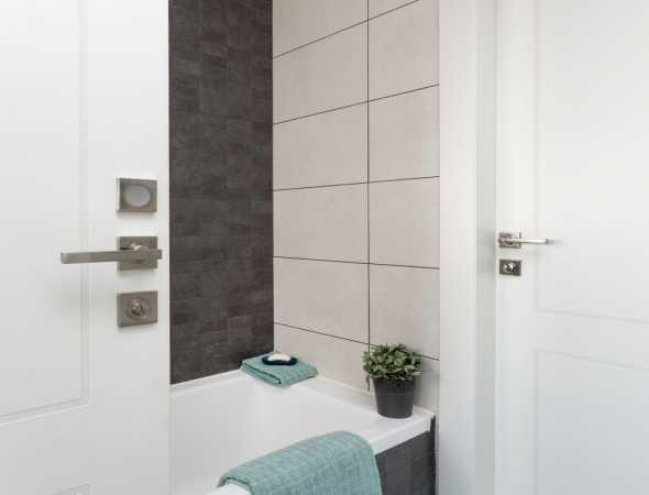 דלת מקולקציית פרימיום יוניק טופ טאץ לבן עם חריטה 2 פאנל