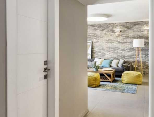 דלת קוואטרו מחורץ טופ טאץ לבן
