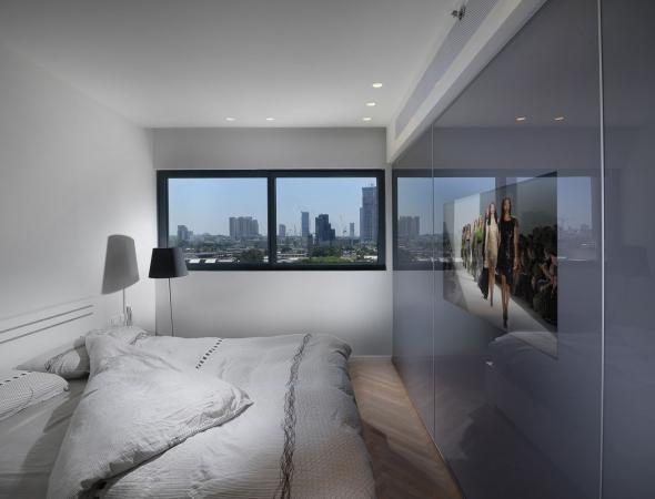 ארון הזזה עם טלוויזיה בצבע אפור